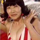 お笑い芸人たんぽぽ川村の爆乳水着姿です