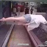 中国人さん、例の事件後にエスカレーターを信用しなくなる
