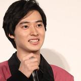 山崎賢人、あわや放送事故…西日本を「左日本」と間違ってアナウンス