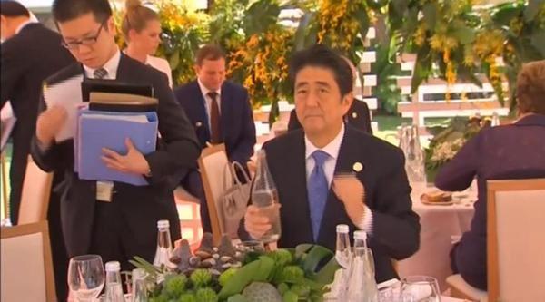 安倍昭恵夫人が安倍首相の冴えない画像を投稿 批判コメントも消さない謎:コメント9