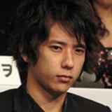 """嵐・二宮和也、伊藤綾子がブログで""""匂わせ""""再開?「おぞましい」「無様」と批判続出"""
