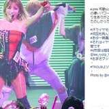 浜崎あゆみ、ボディコン衣装でステージ登場 細いウエストと筋肉質ボディから大人の色気