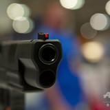 バーで発砲した男を取り押さえた黒人警備員が白人警官に撃たれ死亡 米イリノイ州