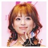 左手の薬指に指輪をはめて「嬉しい」 浜崎あゆみが結婚に前向き!?