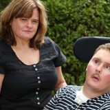 8年前に食べたナメクジが原因で四肢麻痺の障害を負ったラガーマンが死亡