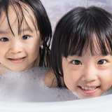 父親・母親と一緒にいくつまでお風呂はいってた? 女の子は意外にも…