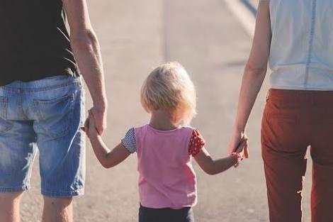 【独身税】子供無しの世帯で年収800-900万を上回ると増税が検討される:コメント1