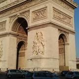 フランス、性行為の同意年齢を15歳に設定へ