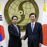 外務省ホームページ、韓国に関する表現修正 「最も重要な隣国」削除