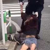 【東京】警官が酔っ払い連行の衝撃動画「これは保護というより暴行」