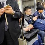 電車で、ある男性が「うちの母親がオレオレ詐偽にあったんだ」 続きに爆笑!