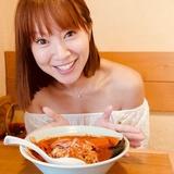 """鈴木亜美、すっぴん姿で激辛料理をペロリ! """"激辛=美肌""""説を体現!?"""