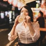 一人で外食、どこまで行ける? 「一人で回転寿司」は女性の2割以上が経験